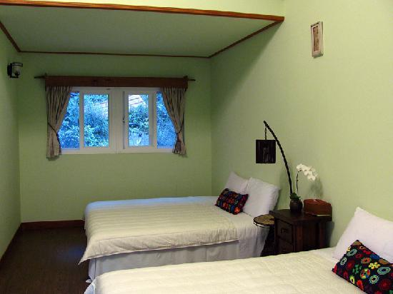Fuyam Tourist Home: 2 double beds inside our room