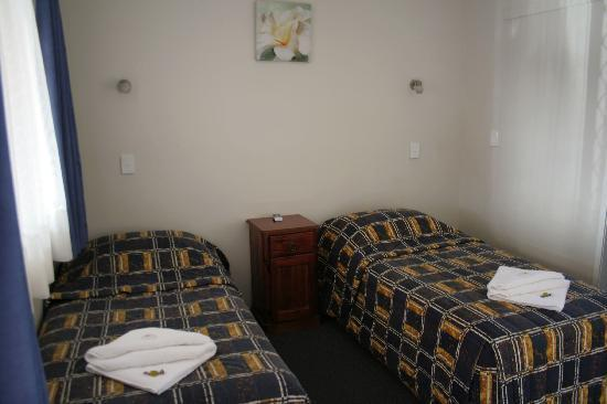 Acacia Motor Inn: Twin beds