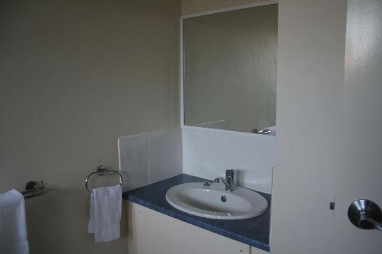 Acacia Motor Inn: Bathroom