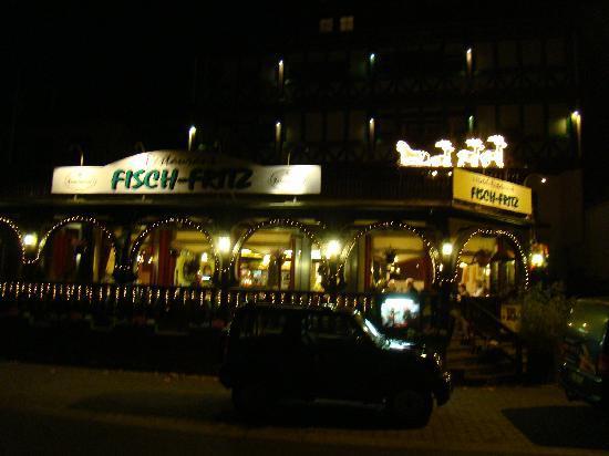 Valwig, Almanya: Hotel Fritz gezien van op de parking