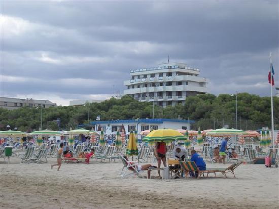 Giulianova, Italien: l'hotel dalla spiaggia