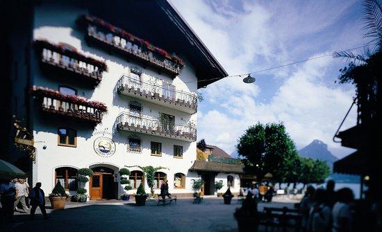 Seebockenhotel Zum Weissen Hirschen: Seeböckenhotel Zum Weissen Hirschen dirket am See mit hauseigenem Badestrand