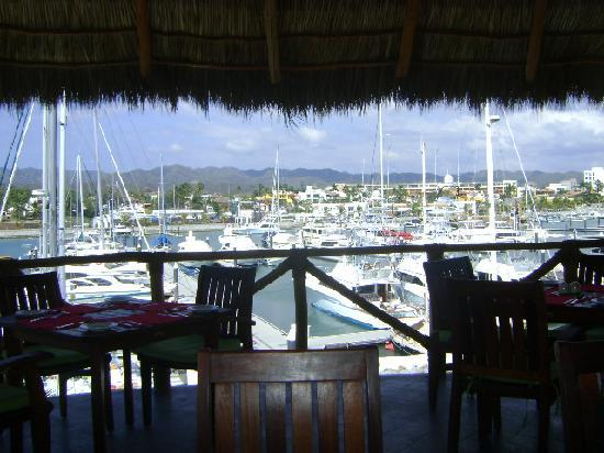 La Cruz de Huanacaxtle, Mexico: Marina restaurant looking at slips