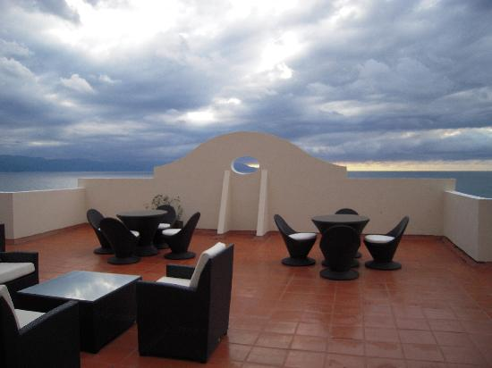 Plaza Pelicanos Grand Beach Resort: Lounge Area by Jacuzzi