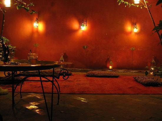Riad Honey Sarl: Riad Honey at night