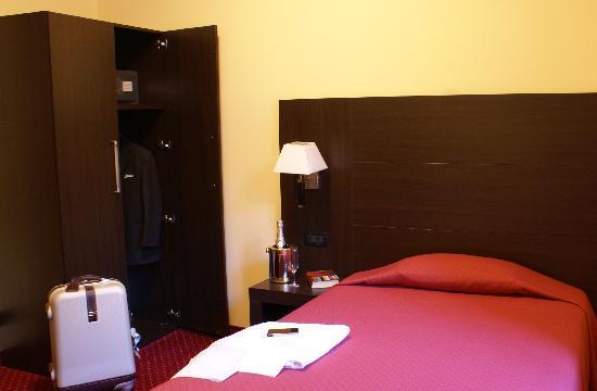 Hotel Versailles: Single room/Camera singola