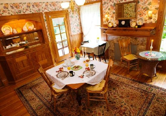 Thurston House Bed and Breakfast: Beautiful dining room for a perfect breakfast