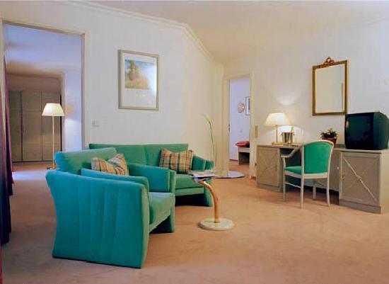 Asam Stadthotel: Suiten mit 2 getrennten Schlafzimmern, 1 Wohnraum, 1 Badezimmer