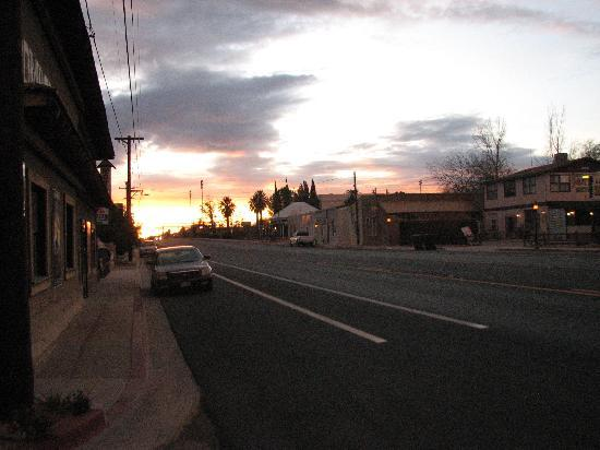 Budget Host Inn Tombstone: fremont st looking south