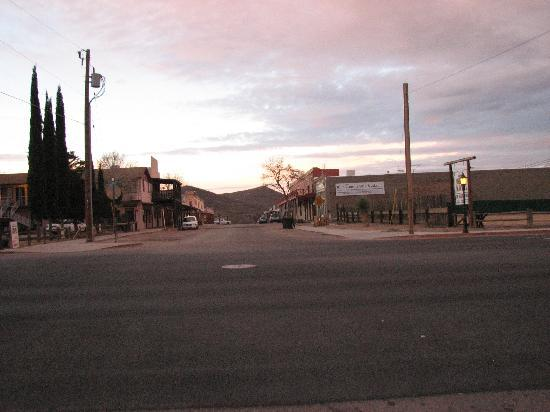 Budget Host Inn Tombstone: fremont st looking to alan st