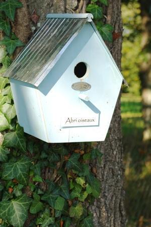 une cabane oiseaux picture of les jardins de colette varetz tripadvisor. Black Bedroom Furniture Sets. Home Design Ideas