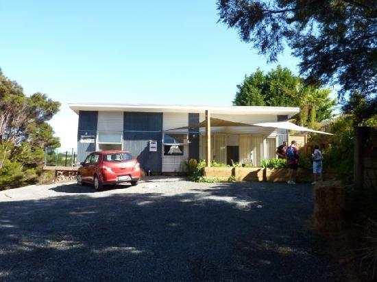Baystay B&B: Parking and house