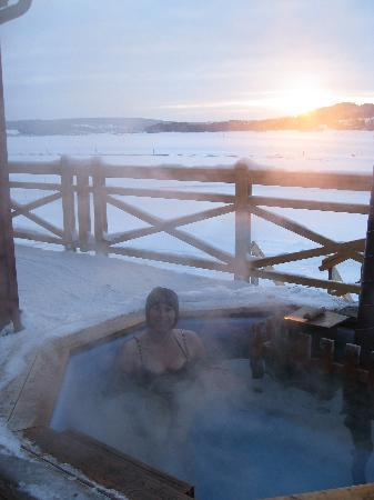 Östersund, Suecia: hottub at the lake