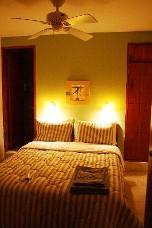 Hotel Casa Gloria: One of the rooms/ Una de las habitaciones
