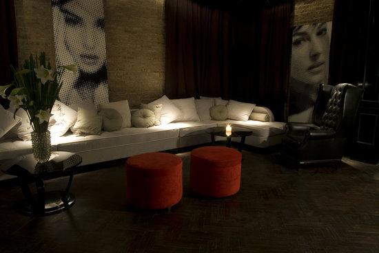 Ultra Hotel: Lobby