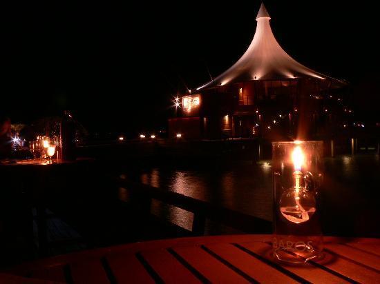Baros Maldives: atmosfera serale al ristorante