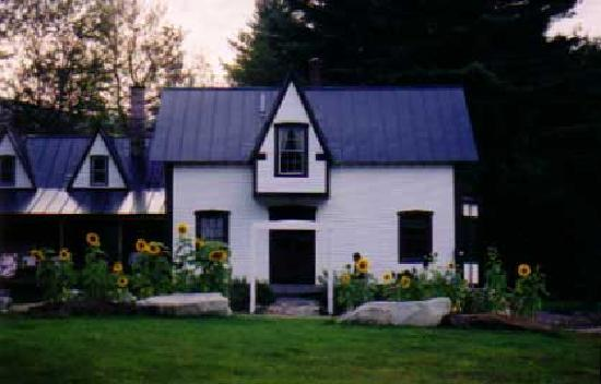 Sculptured Rocks Farm Country Inn: Sculptured Rocks Farm is just minutes to Newfound Lake