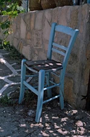 """Thásos, Grecia: Istuhan hetkeksi! Tuoli on kreikaksi """"karekla"""" ja istu on """"kaze"""" sitä saa loputtomiin istua vaan"""