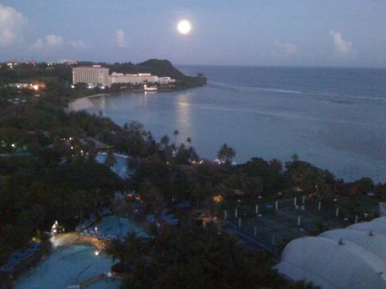Pacific Star Resort & Spa: Moonlit morning - Tumon Bay, Guam