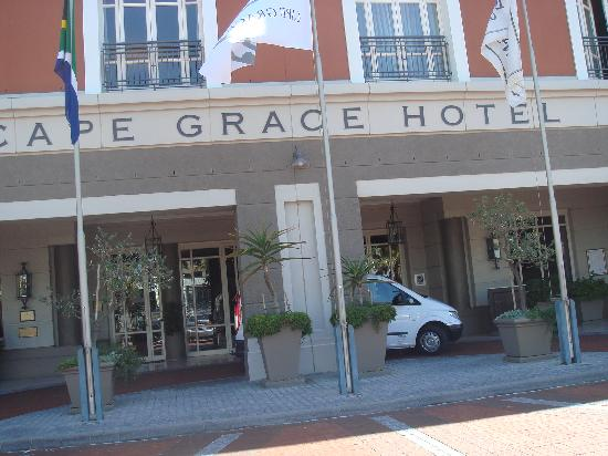Cape Grace: Front entrance of Hotel