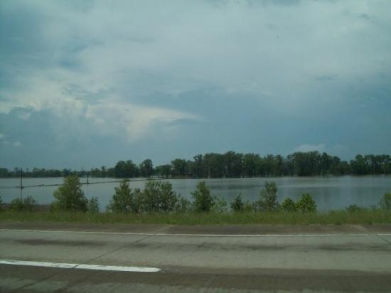 เวสต์เมมฟิส, อาร์คันซอ: Flooded Mississippi River.