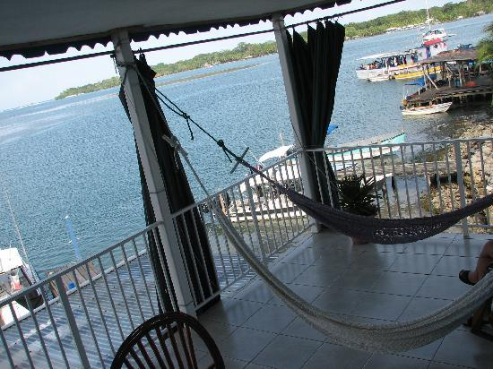 Hotel Vista Mar: Upper balcony with hammocks, breeze and great view