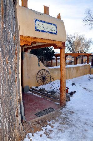 La Posada de Taos B&B: B&B entrance