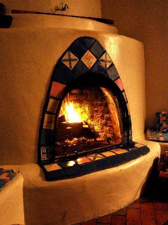 La Posada de Taos B&B: Kiva fireplace