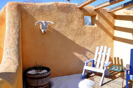 La Posada de Taos B&B: Typical room patio