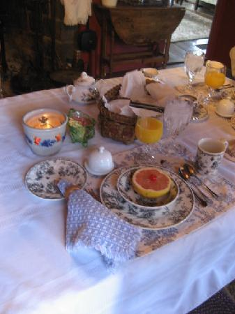 Branch Place Bed and Breakfast: Breakfast Table Setting
