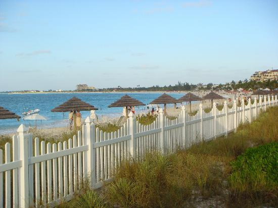 Seven Stars Resort & Spa: gate dividing beach and property
