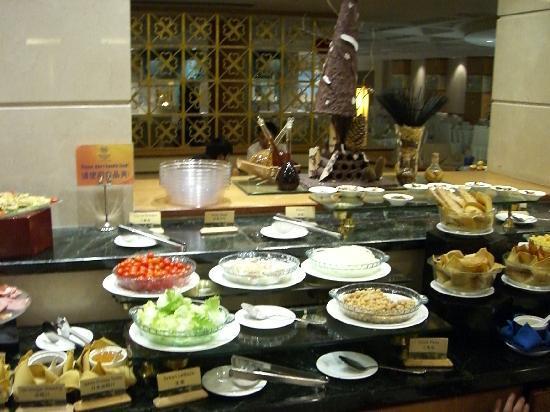 Sheraton Jiuzhaigou Resort: 夕食ビュッフェ