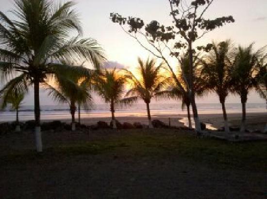Morgan's Cove Resort & Casino : sunset towards beach