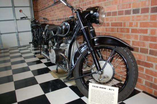 Sturgis Motorcycle Museum & Hall of Fame: 1938 BMW R71
