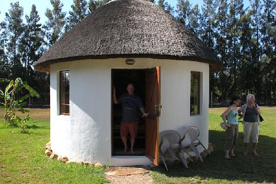 Addo, Sør-Afrika: The rondavel huts are perfect for couples