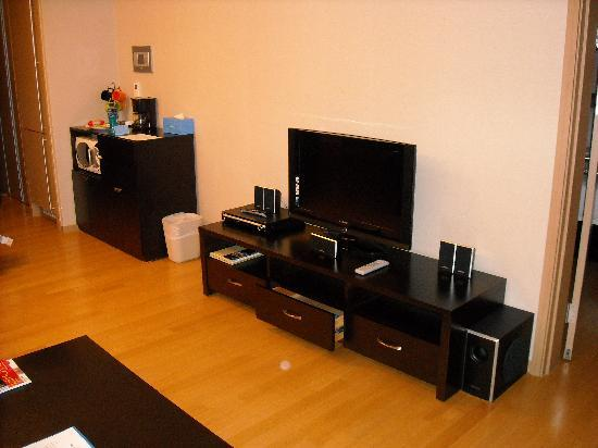 Living room media setup picture of fraser place central for Living room of satoshi review