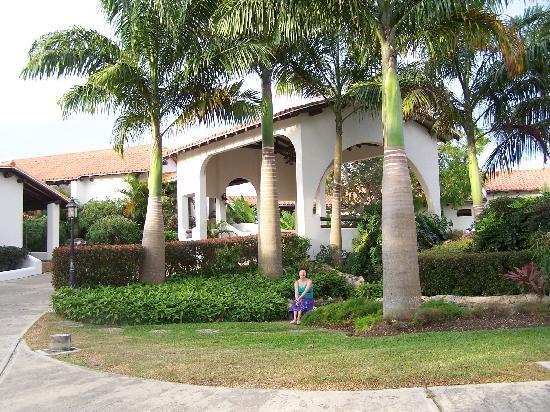 Sugar Cane Club Hotel & Spa: Front Entrance