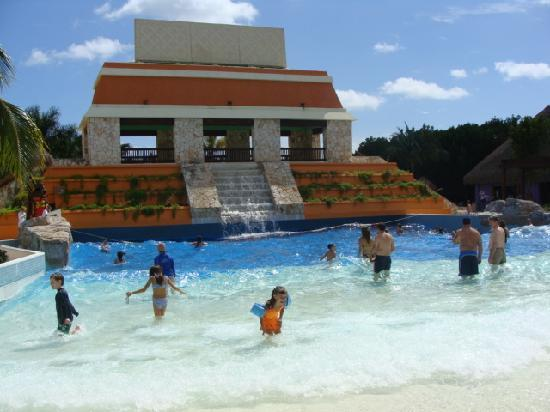 Coati picture of iberostar paraiso lindo playa paraiso for Piscina de olas