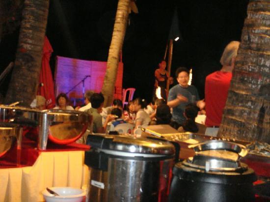 Boracay Beach Club: so much food and fun in night....