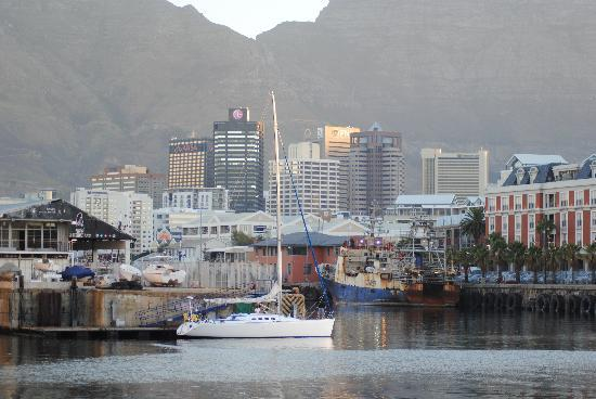 Port View House: V&A waterfront 10 mins walk from Port View