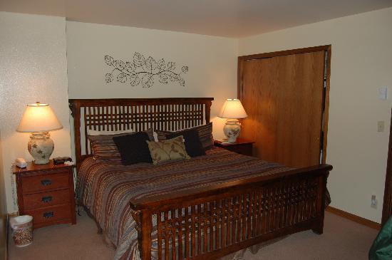 Seasons at Avon: Bedroom- King bed.