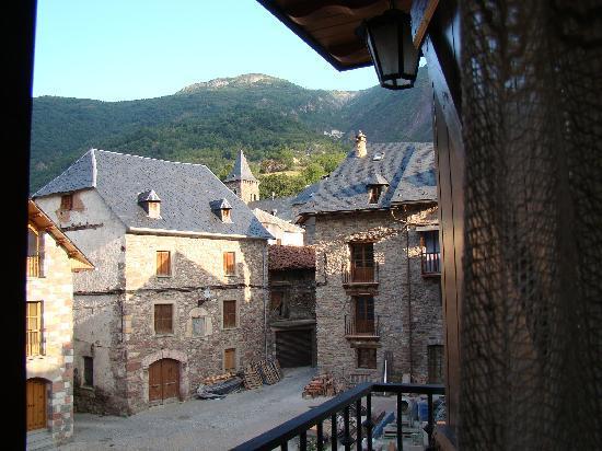 Plan, Spain: Vista de uma das janelas do hotel