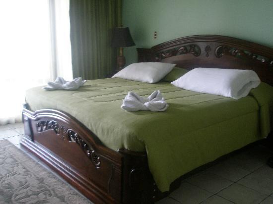 La Mansion Inn: the bed