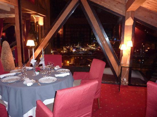 La Pomme de Pin: restaurant deux étoiles et sa vue