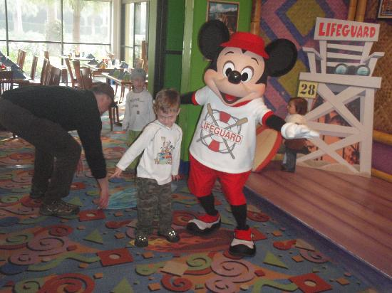 Disney's Paradise Pier Hotel: Surf's Up Breakfast with Mickey
