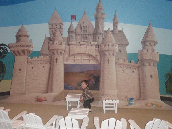 Disney's Paradise Pier Hotel: TV viewing area
