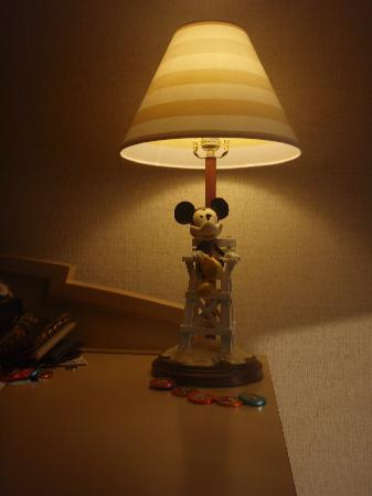 Disney's Paradise Pier Hotel: cute lamp in our room