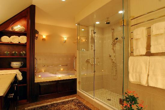 The Inn at Bowman's Hill: The Manor Suite Bathroom