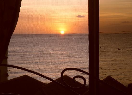 Coral Lane Beach Apartments: what a view!