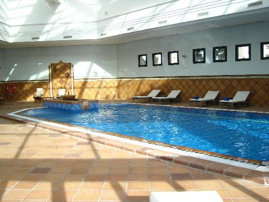 Hotel Les Berges Du Lac- Concorde : Hotel swimming pool